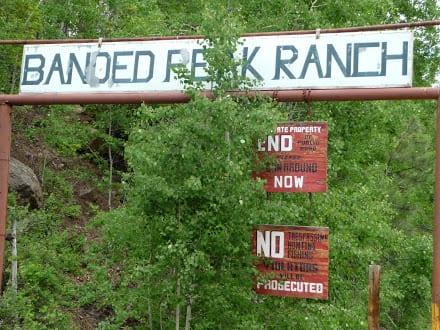 banded-peak-ranch-sign