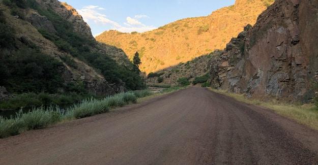 Road walk in Waterton Canyon average hiker