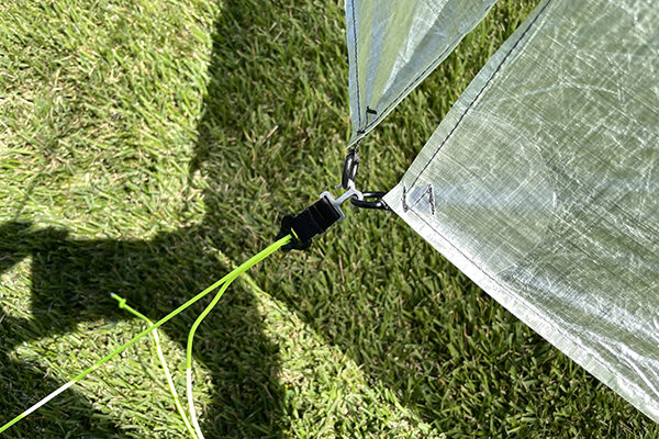 Duplex vestibule clip for tarp tent
